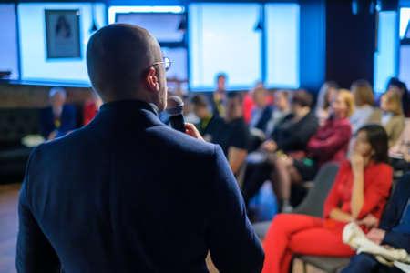 Male presenter speaks to audiences at seminar Zdjęcie Seryjne
