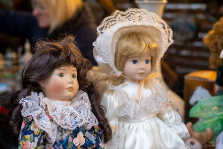 Dolls on stall at souvenir market Stockfoto