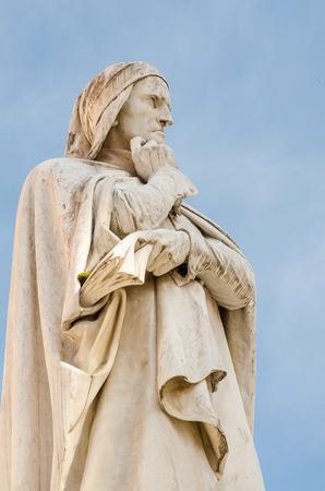 dante alighieri: statue of Dante Alighieri, piazza dei Signori, Verona, Italy