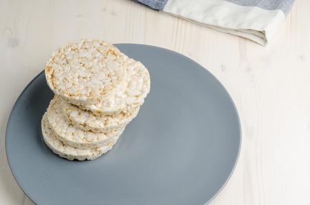 rice: pastel de arroz, arroz inflado en la mesa