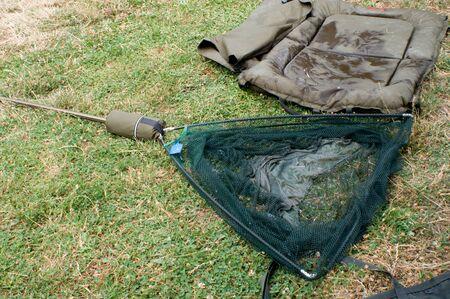 by catch: La red de aterrizaje para atrapar peces preparados. Foto de archivo