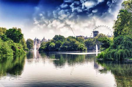 London Eye view by St James Park, London Reklamní fotografie