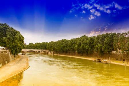 tiber: The Tiber river in Rome