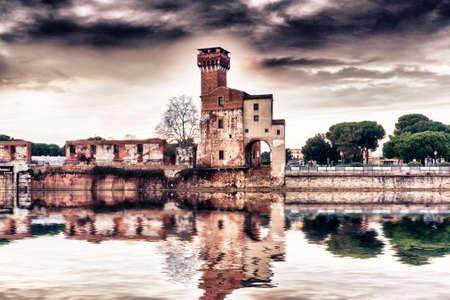 arno: Old building near the river Arno.