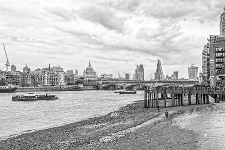 London skyline from the Themes river.
