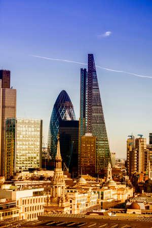 아름다운 런던의 스카이 라인. 스톡 콘텐츠 - 35813818