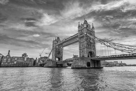 London Bridge at sunset. 스톡 콘텐츠
