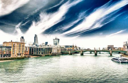 themes: Themes and London skyline.