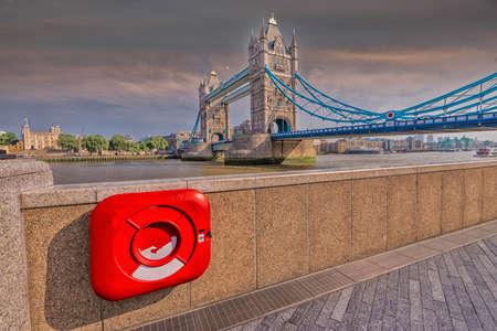 particolare: Particular view of London Bridge.