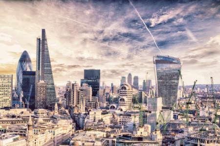 London sunset, view on business modern district. Standard-Bild