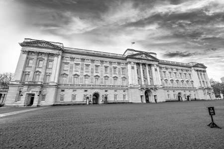 queen victoria: The Royal Palace.