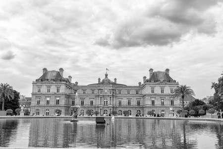 jardin de luxembourg: Palais du Luxembourg in Luxemburg garden, Paris.