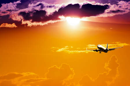 Silhouette of airplane with a beautiful sky. Standard-Bild