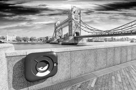in particular: Particular view of London Bridge.