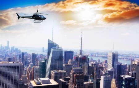 Elicottero per visitare su Manhattan. Archivio Fotografico - 64105640