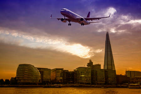 Plane over London. Standard-Bild
