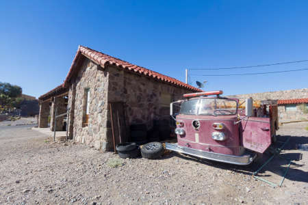 Old fire truck in Death Valley. Banque d'images