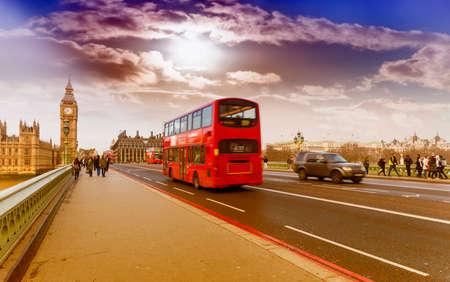 Double decker bus in Westminster bridge. Archivio Fotografico
