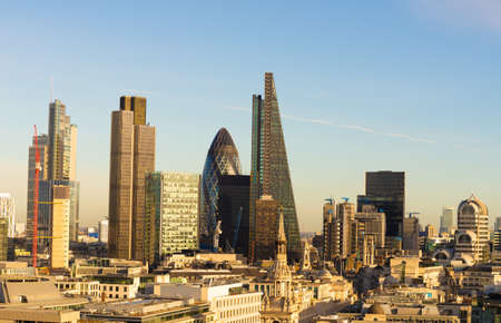Nuevo horizonte de Londres al atardecer. Foto de archivo