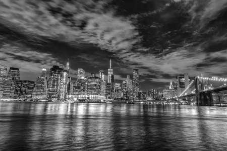 Lower Manhattan bei Nacht, NYC.