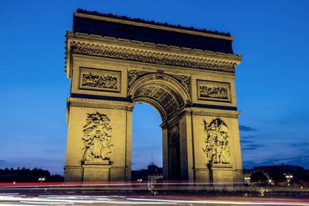 Vista notturna dell'Arco di Trionfo, Parigi. Editoriali