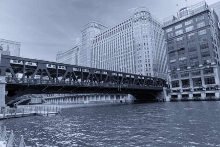 Chicago and its bridges connecting the city. 스톡 콘텐츠