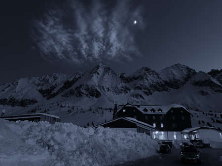 Beautiful night view of a tipical hotel at Passo del Tonale, Italy. 스톡 콘텐츠