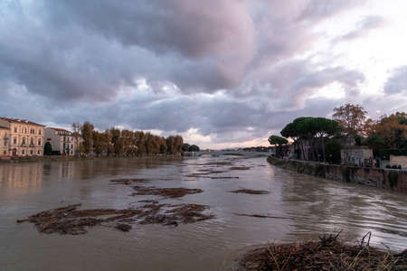 View of the Arno river  during the swollen. Imagens