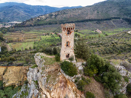 Ancient tower on the cliff of a small hill, Tuscany, Italy. Archivio Fotografico - 148303602
