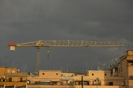 heave: Crane during the building