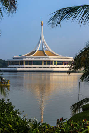 Suan Luang Rama IX, the water in the middle of the park
