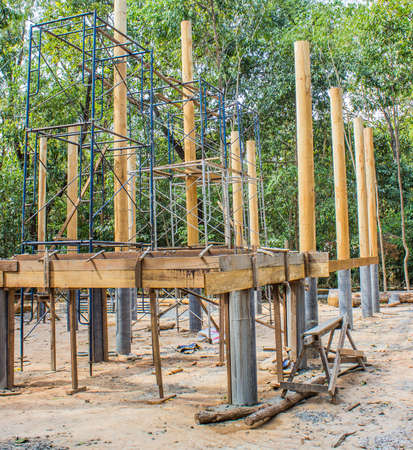 The construction of the temple with pillars made of wood