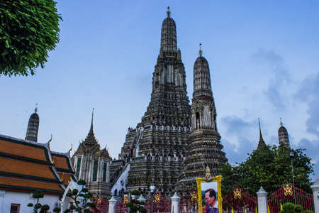 Pagoda al Wat Arun e il bel cielo