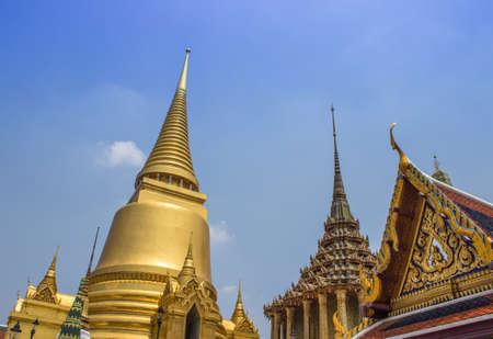 Pagode in Wat Phra Kaew tempio in Grand Palace Archivio Fotografico