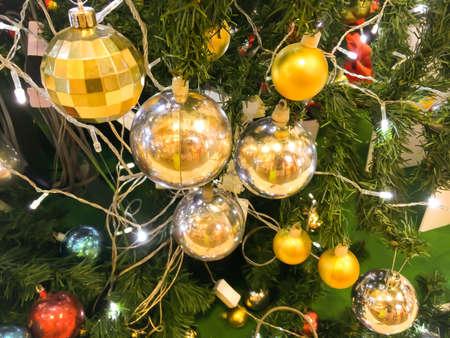 albero di Natale con decorazioni ball.Christmas astratto Archivio Fotografico