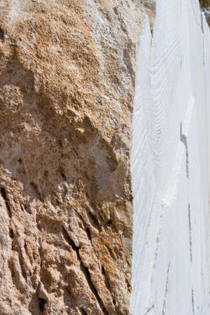 Placer of large stones in a stone quarry close-up. Mining industry. Foto de archivo - 91547373