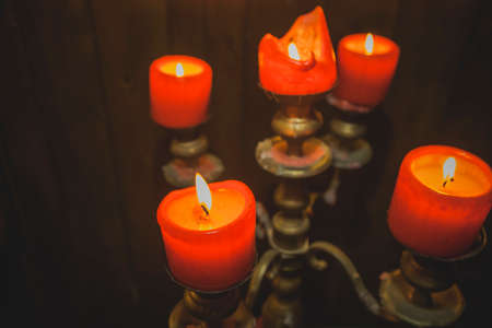 Five Red Thick Wax Candles Burning in Vintage Bronze Candlestick. Standard-Bild