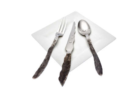Unconventional cutlery harmonizing with the simplicity of the dish