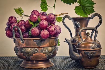 vintage look: Red grapes in the Arab vintage look