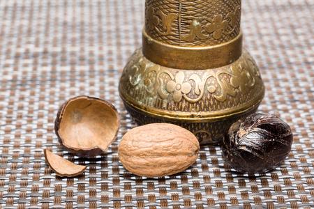 nutmeg: Bio nutmeg with grinder