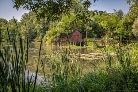 molino de agua: Molino de agua en Peque�o Danubio cerca del pueblo Tom�?ikovo, Eslovaquia, Europa