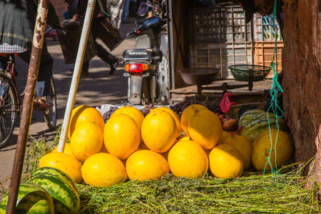 fruit trade: In the fruit and vegetables market in the Marrakech Medina