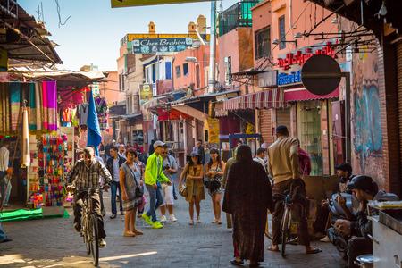 Eine typische Atmosphäre in den Straßen der alten Marrakesch Medina Standard-Bild - 49315381