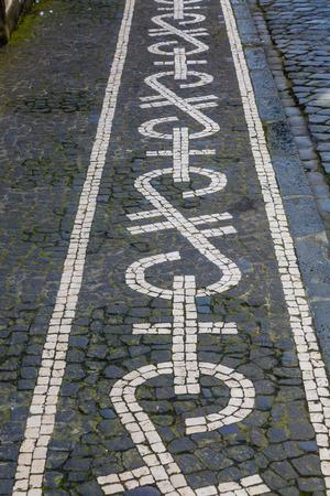 通り、ポンタ ・ デルガダの歩道。サンミゲル島のポンタ ・ デルガダはアゾレス諸島、ポルトガルの首都です。 写真素材