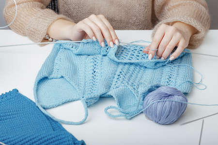 the process of creating knitted clothes for shop Imagens