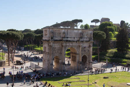 Italy, Rome - April 17 2017: the view of Arch of Constantine next to Coliseum on April 17 2017, Lazio, Italy. 스톡 콘텐츠 - 130634219