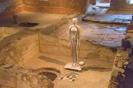 Italy, Brescia - December 24 2017: the view of the remains of Domus of the fountains in the Museum of Santa Giulia on December 24 2017 in Brescia, Lombardy, Italy. 写真素材 - 133709542