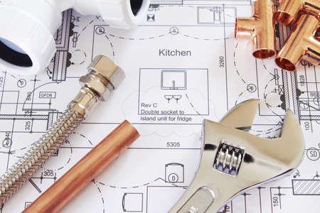 outils plomberie: Composants de plomberie sur House Plans Banque d'images