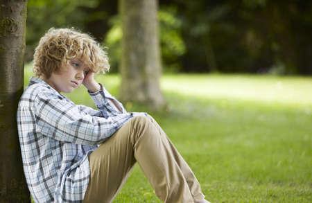Eenzame Jongen In Park