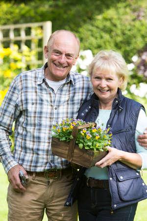 Portrait Of Senior Couple Working In Garden Together Archivio Fotografico